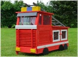 Kaninchenstall Feuerwehrauto, BS, einstöckig, mit Stauraum, Front