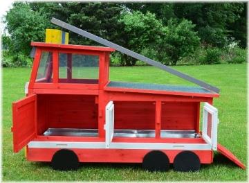 Kaninchenstall Feuerwehrauto, BS, einstöckig, mit Stauraum, Innenansicht